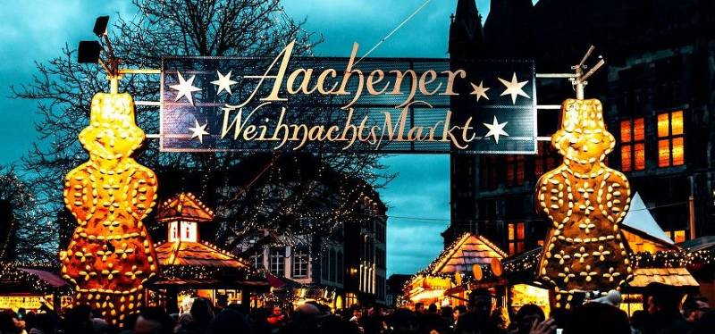 Willkommenschild des Weihnachtsmarktes in Aachen